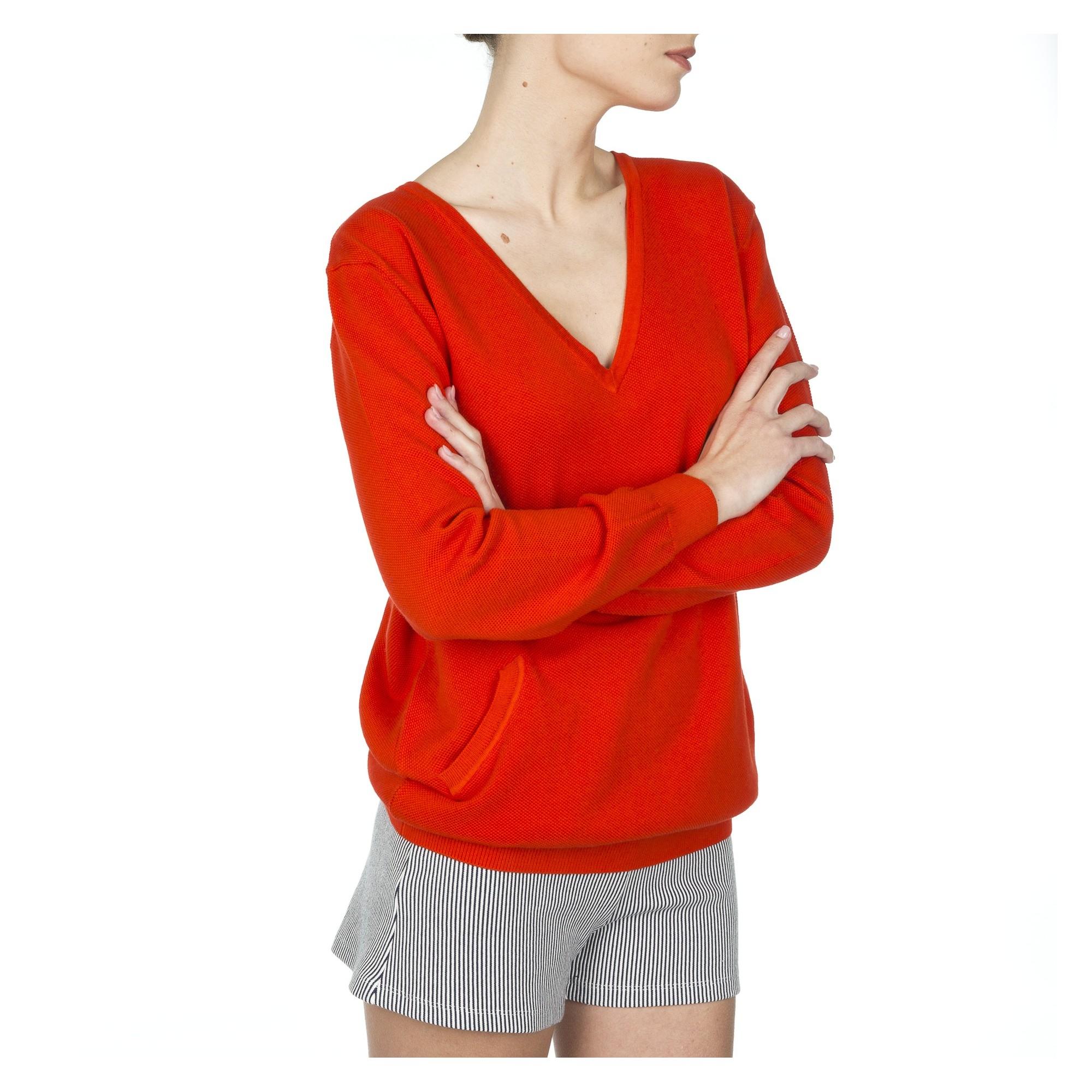 pull femme rouge col v. Black Bedroom Furniture Sets. Home Design Ideas