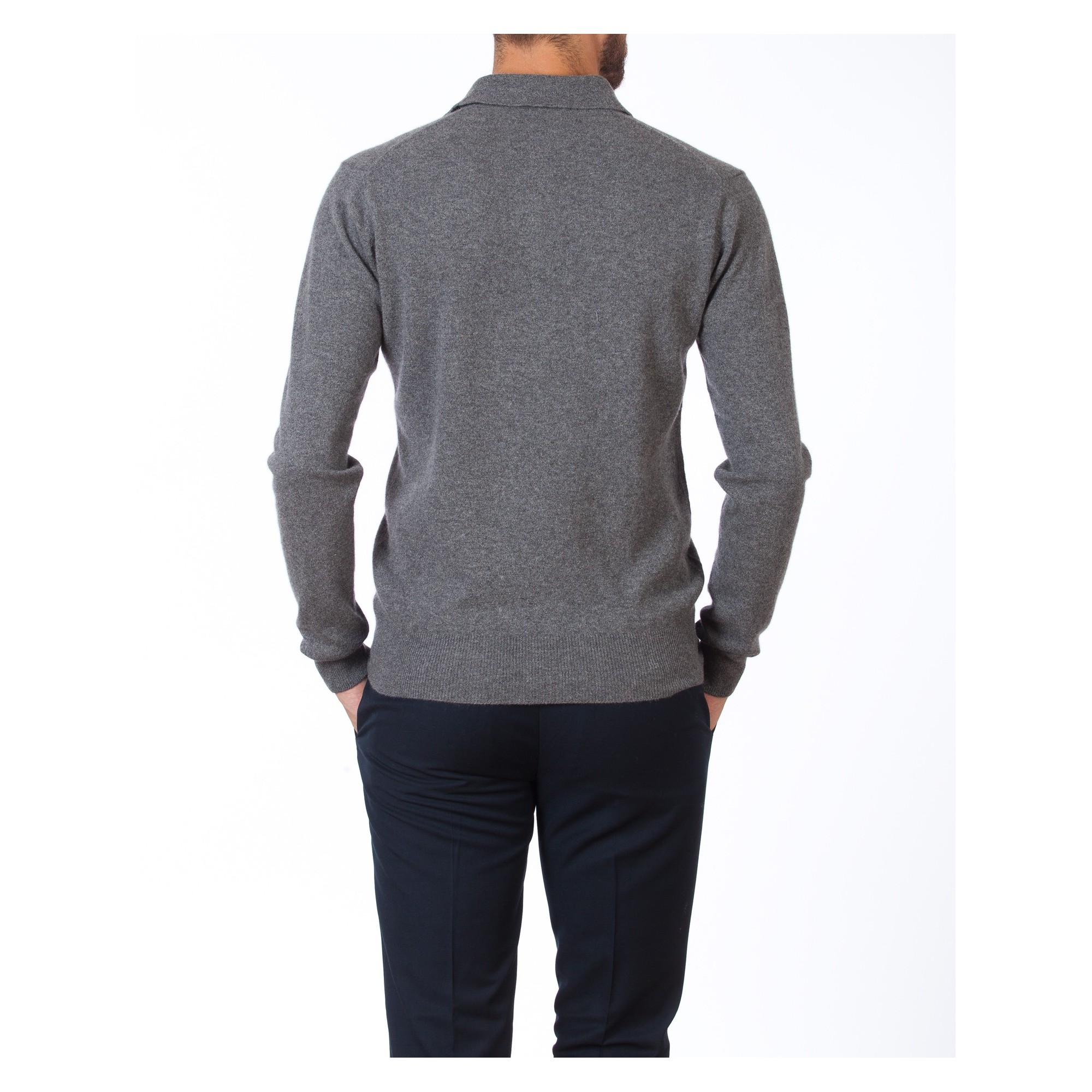 Cashmere is a timeless piece of clothing that cannot be compensated in quality.