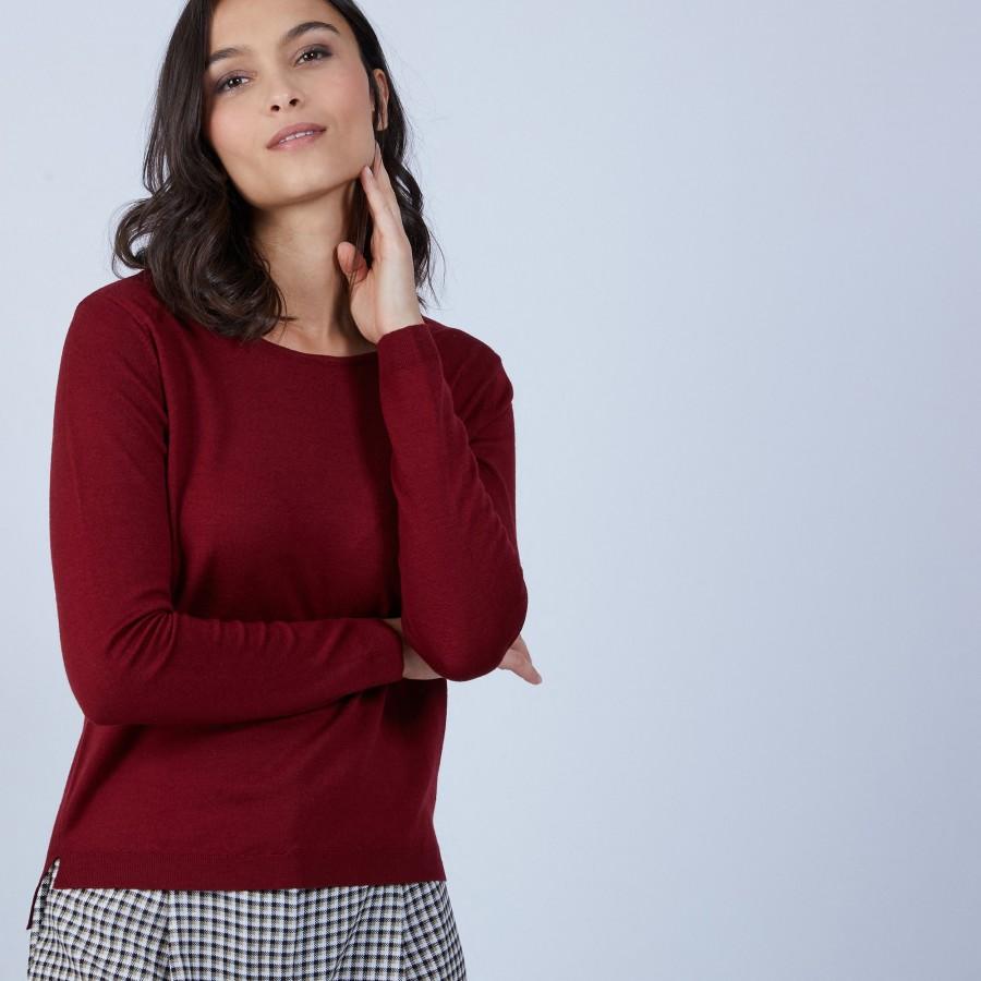 Pull col rond avec fente en laine mérinos - Betina 6681 rouge - 51 Bordeaux