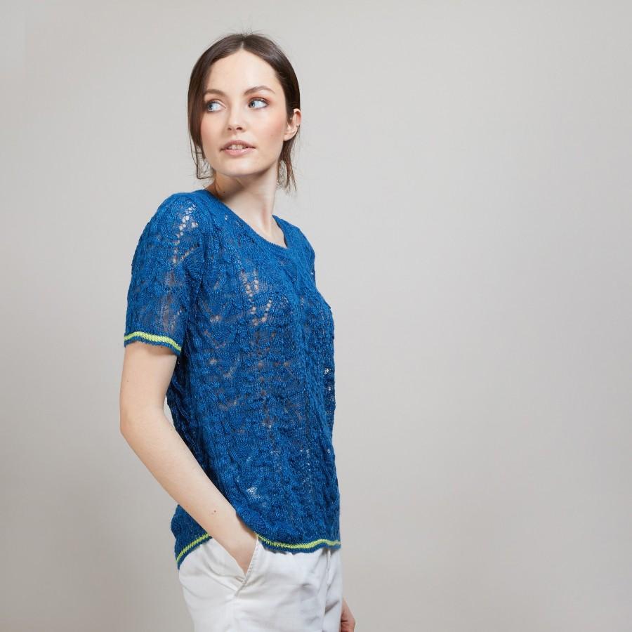 T-shirt tricoté en maille crochet - Claus 6995 azur/pollen - 06 Bleu moyen