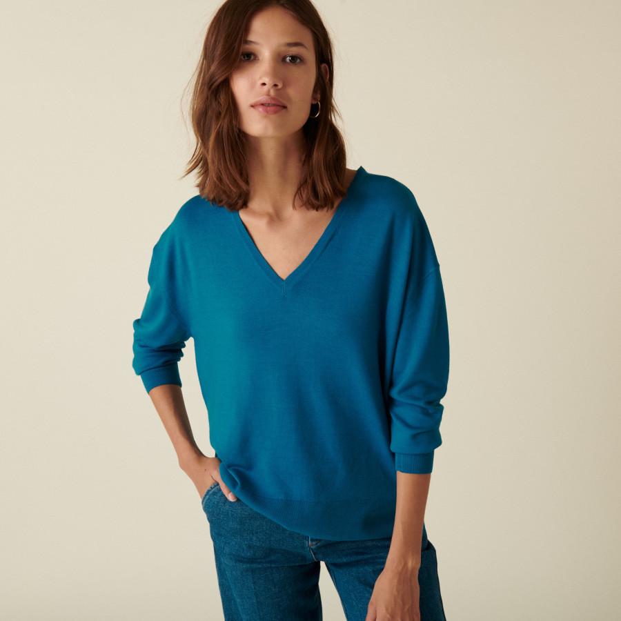 Pull col V à fentes en laine mérinos - Aurora 7443 paon - 06 Bleu moyen