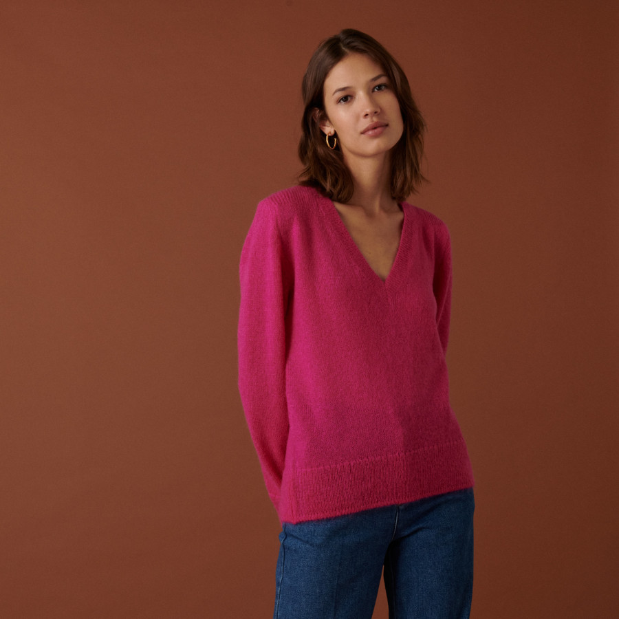V-neck mohair sweater with ribbed edges - Astrid