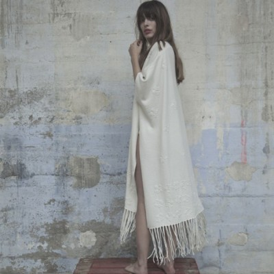 Poncho with embroidered flowers Montagut x Elise Hameau