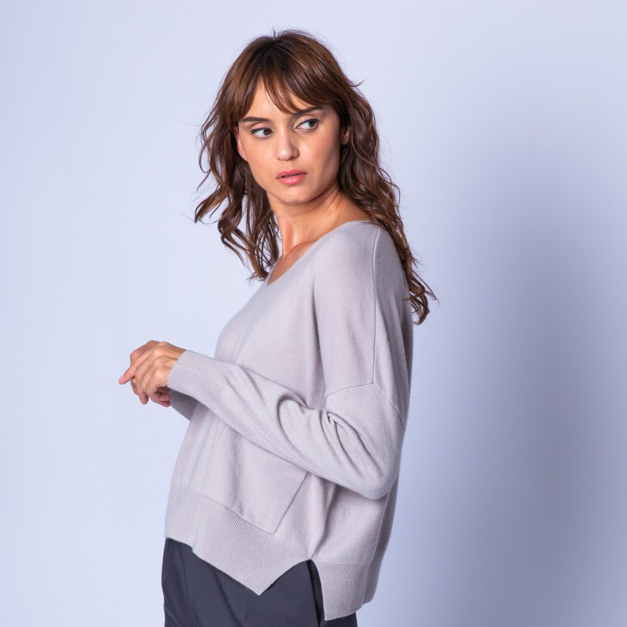 Cropped, cashmere V-neck jumper —  Gretel